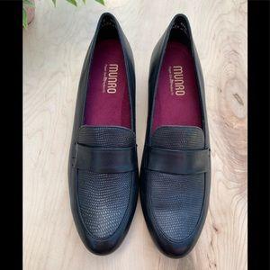 Munro woman's NWT low block heel